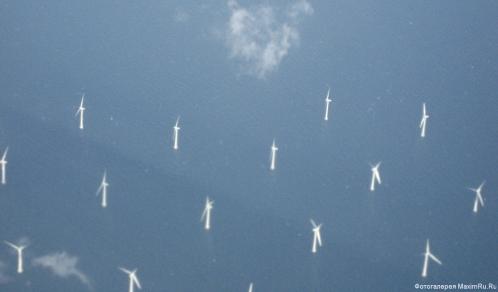 Ветряные электростанции в море - обои для рабочего стола